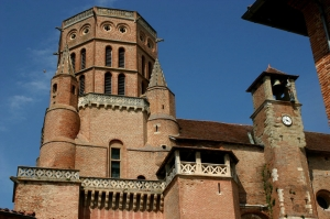 Le clocher-tour et la tour du Jacquemart