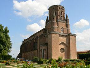 La cathédrale entourée de ses jardins (C. Vanacker)